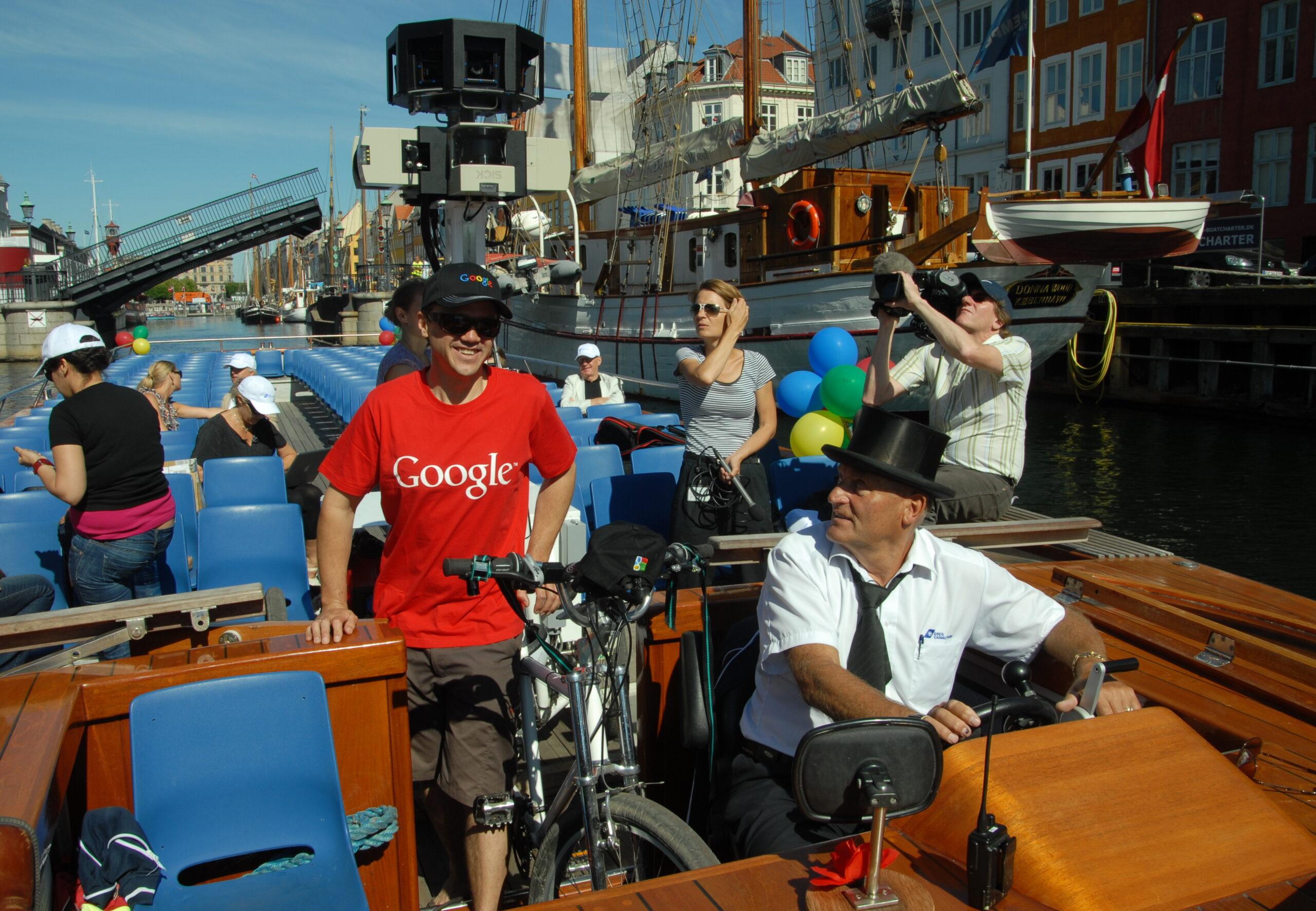 Google Street View-cyklen ombord på en kanalrundfart i København.