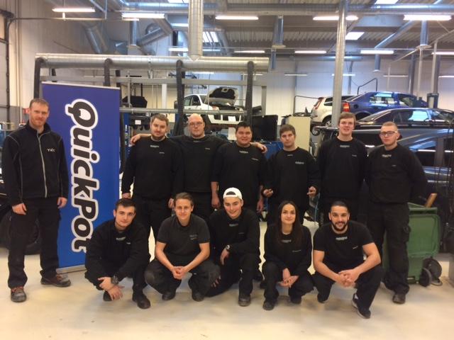 Et hold af mekaniker-lærlinge hos Quickpot